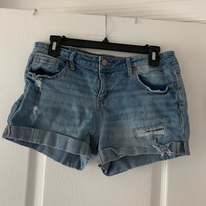 Light wash ripped jean shorts
